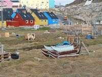 Ilulissat Sleds and dogs parked L Ibelow 2009 Image-8645705-92180534-2-WebSmall_0_5cbd1e94923e16be72d1cb5bf58aff5c_1